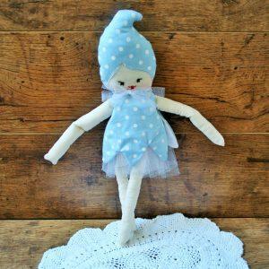 Turbános baba kék ruhában