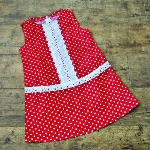 Csipkés ruha piros pöttyös