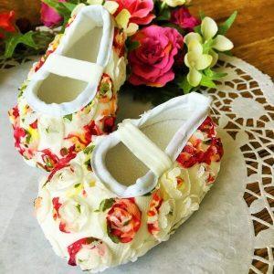virágos kocsicipő