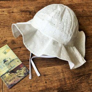 fehér baba kalap
