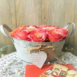 bádog tál rózsafejekkel