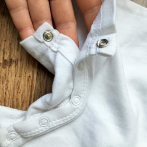 Szürke mellényes nyakkendős body